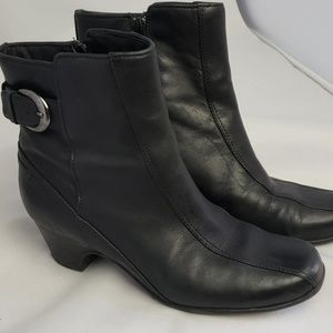 Clark leather ankle boots, sz 8M